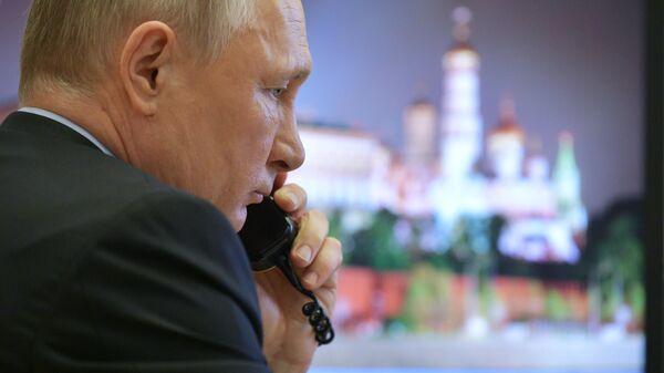 Президент РФ Владимир Путин перед началом совещания по санитарно-эпидемиологической ситуации в России в режиме видеоконференции