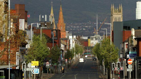 Пустая дорога в Белфасте в час пик, Северная Ирландия