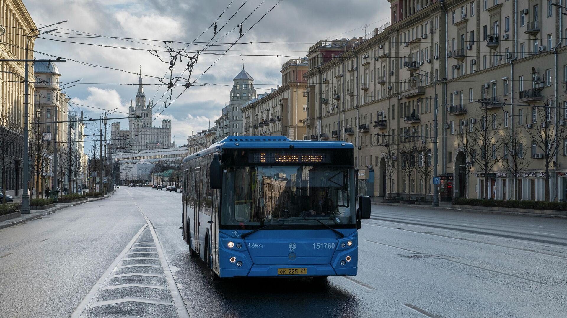 Автобус на Садовом кольце в Москве - РИА Новости, 1920, 27.07.2021