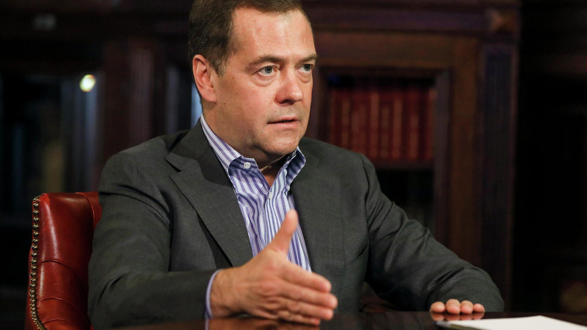 Дмитрий Медведев во время интервью - РИА Новости, 1920, 05.08.2020