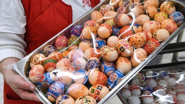 Пасхальные яйца в гипермаркете Ашан