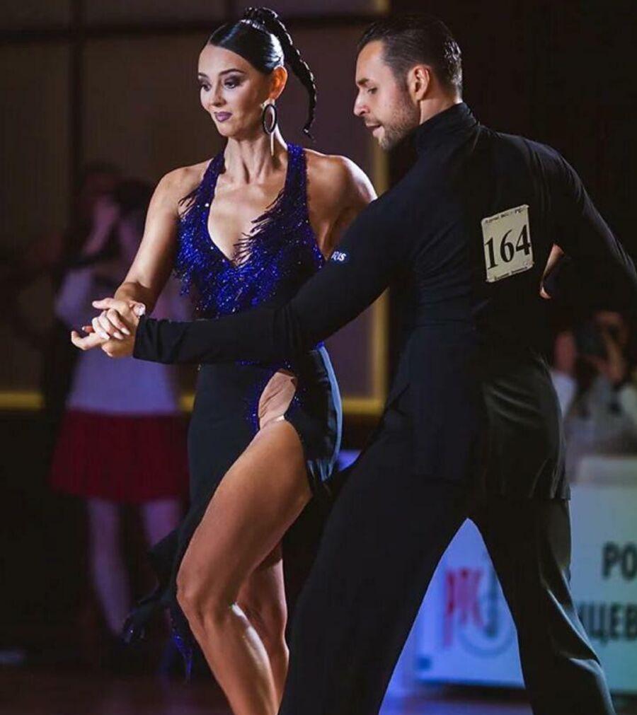 Виктория профессионально занимается танцами