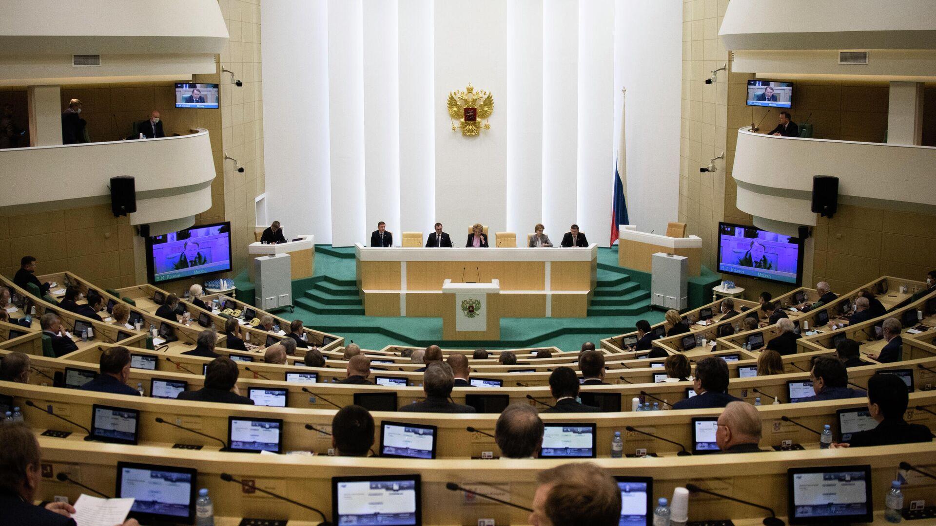 Сенаторы на заседании Совета Федерации РФ - РИА Новости, 1920, 14.07.2020