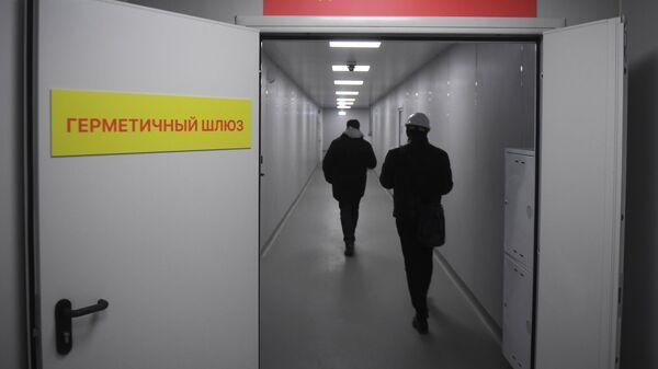 Коридор заразной зоны в инфекционном центре в Новой Москве