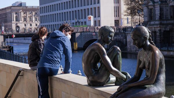 Людт на набережной в Берлине