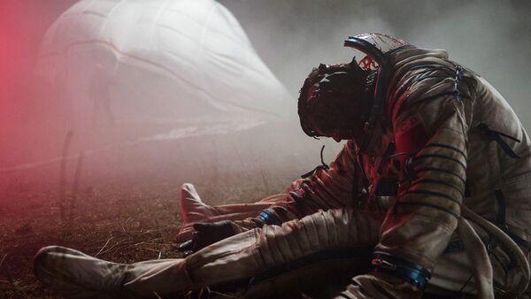 Кадр из фильма Спутник