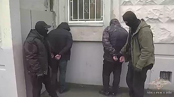 Сотрудники Московского уголовного розыска задержали подозреваемых в мошенничестве, совершенном в отношении пожилых граждан