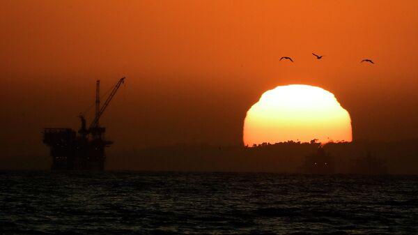 Нефтяная платформа в Калифорнии