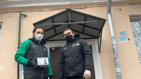 Призер чемпионата Европы по плаванию Егор Куимов вместе с ватерполистом Эмилем Зиннуровым