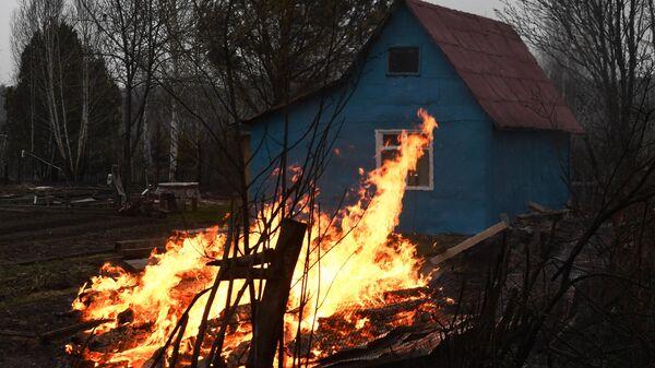 Огонь на дачном участке в Новосибирской области