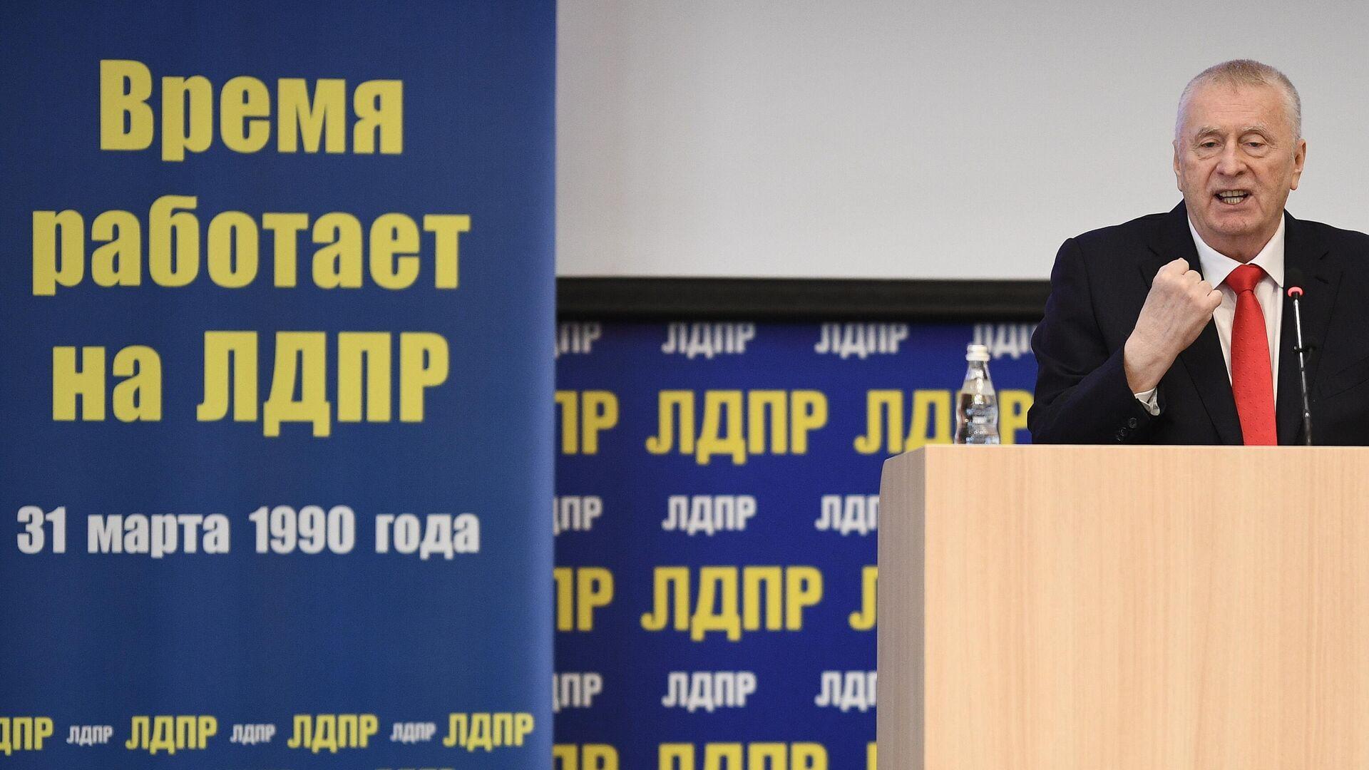 Руководитель Высшего Совета ЛДПР Владимир Жириновский во время обращения к молодежи - РИА Новости, 1920, 25.04.2021
