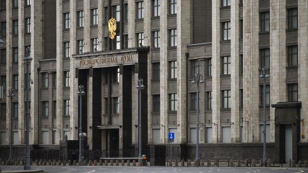 У здания Государственной Думы РФ в Москве в дни действия режима повышенной готовности из-за коронавируса 2019-n-CoV.