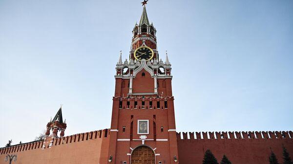 Фроловская башня, ставшая Спасской, и Кока-Кола со свастикой