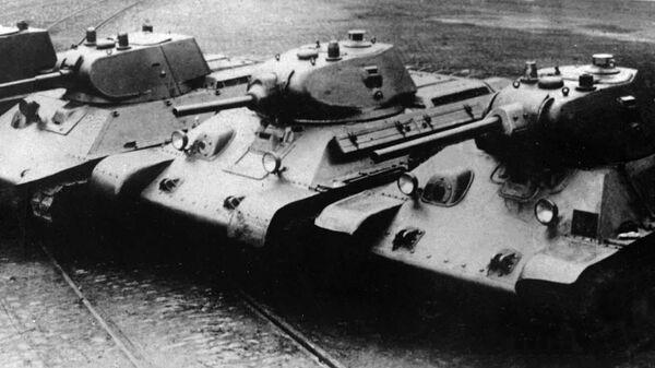 Довоенные танки производства завода № 183. Слева направо: А-8 (БТ-7М), А-20, Т-34 обр. 1940 года с пушкой Л-11, Т-34 обр. 1941 года с пушкой Ф-34