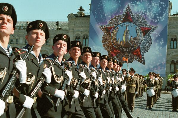Морская пехота участвует в военном параде на Красной площади, посвященном 57-й годовщине Победы в Великой Отечественной войне 1941-1945 гг.