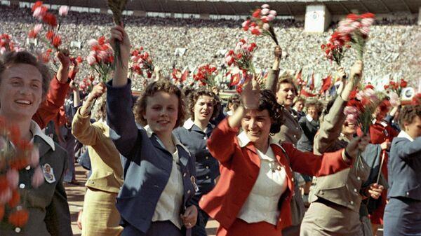 Открытие VI Всемирного Фестиваля молодежи и студентов на стадионе Лужники 28 июля 1957 года
