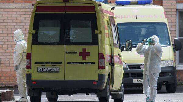 Медицинские работники на территории ФМБА в Химках