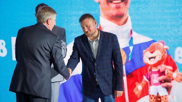 Тренер по плаванию Дмитрий Лазарев