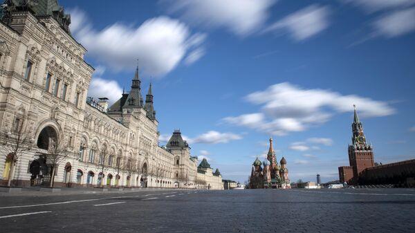 Пустая Красная площадь в Москве в дни действия режима повышенной готовности