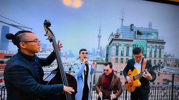 Скриншот выступления группы Jasmine and Her Jazz Men из Китая на благотворительном онлайн-марафоне Doctor Jazz Party