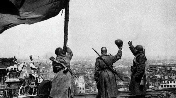 Советское знамя над Рейхстагом