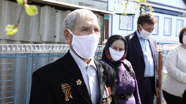 Парад в честь победы в ульяновском селе около дома 92-летнего ветерана Великой Отечественной войны Федора Сяпукова