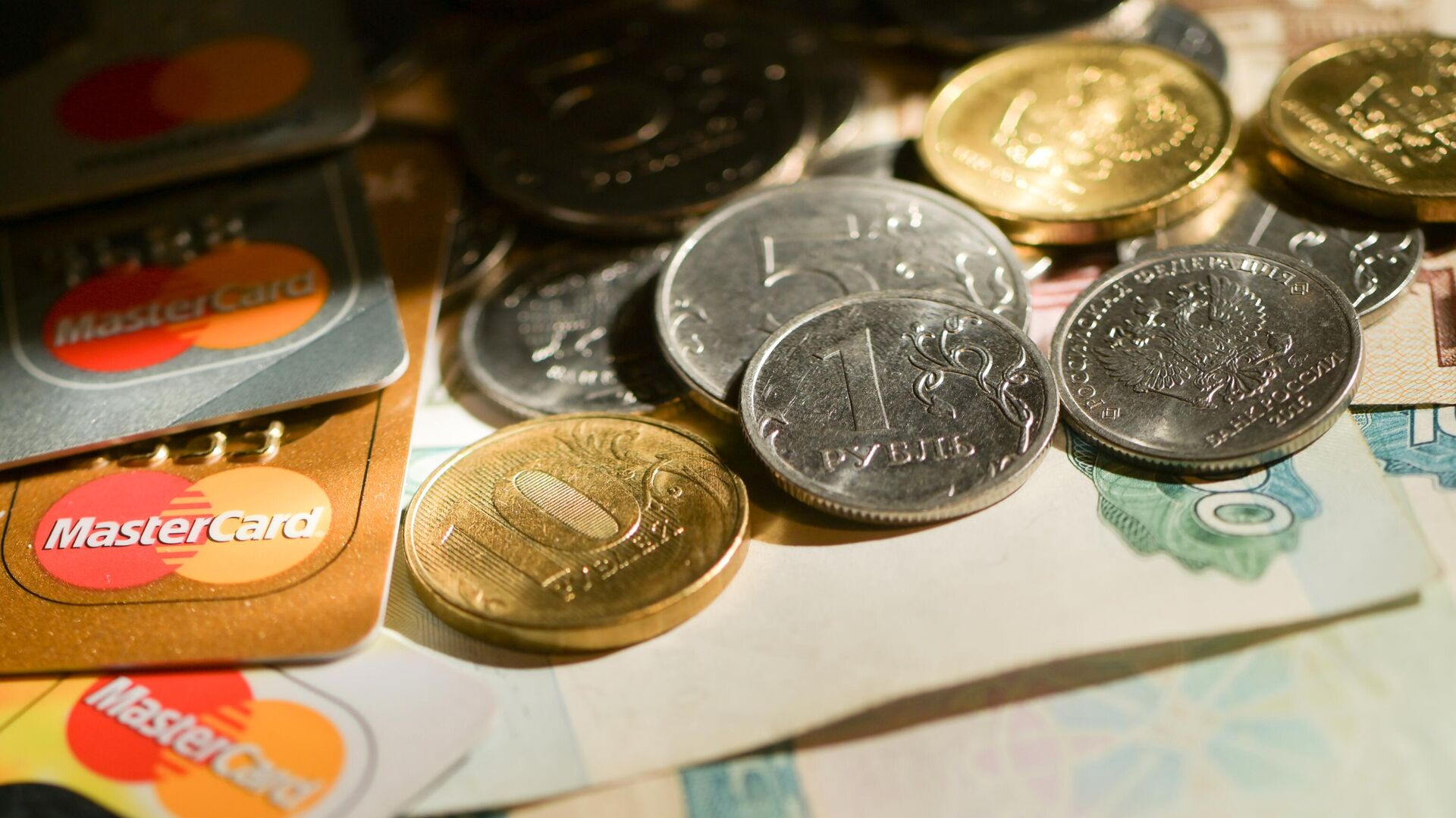В Калининграде мошенники выманили у пенсионерки девять миллионов рублей