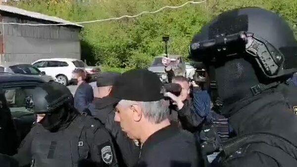 Арестованного Анатолия Быкова вывели из суда