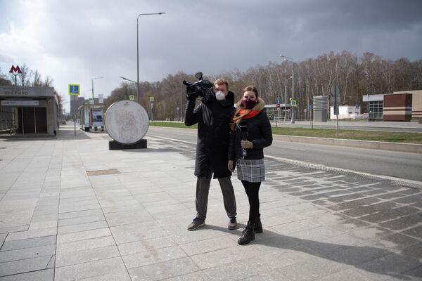 Корреспондент  телеканала Москва 24 Анна Белоглазкина и оператор телеканала Москва 24 Александр Грицененко