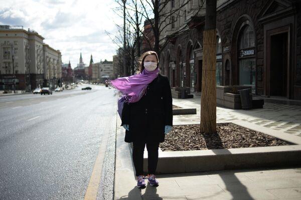 Курбатова Дарья  - волонтер, оказывающий помощь в покупке и доставке продуктов и медикаментов пожилым и маломобильным гражданам, находящимся на режиме самоизоляции