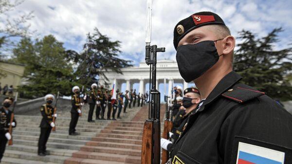 Военнослужащие Черноморского флота ВМФ РФ и роты почетного караула на праздновании Дня Победы в Севастополе