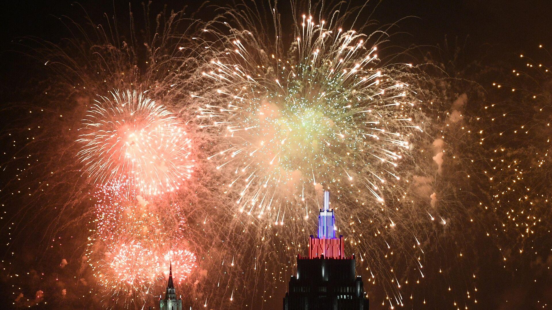 Салют в Москве в честь 75-летия Победы - РИА Новости, 1920, 08.05.2021