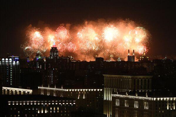 Салют в Москве в честь 75-летия Победы