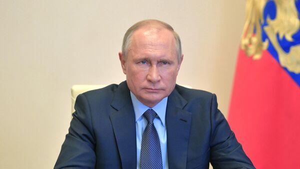 Президент РФ Владимир Путин проводит в режиме видеоконференции совещание по вопросам развития автомобильной промышленности