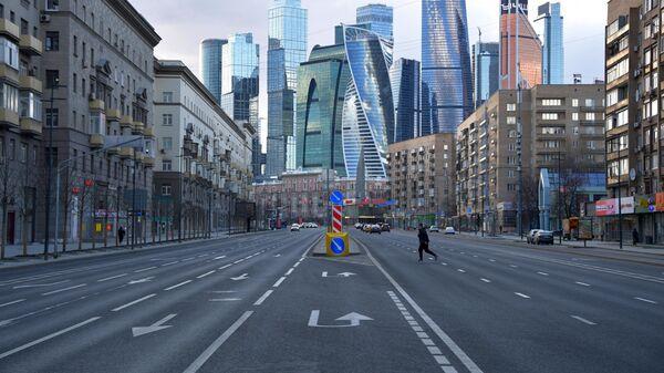 Мужчина на Большой Дорогомиловской улице в Москве