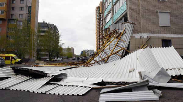 Разрушенная кровля здания