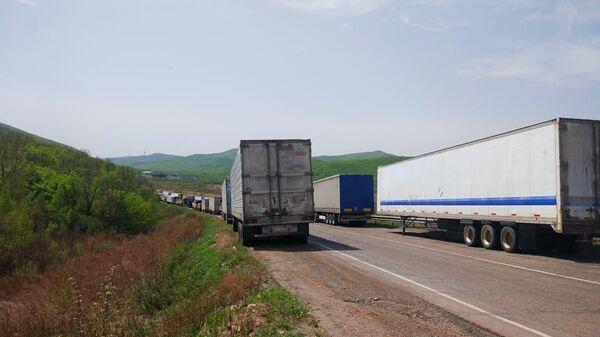 Грузовые автомобили на границе России и КНР в Приморском крае