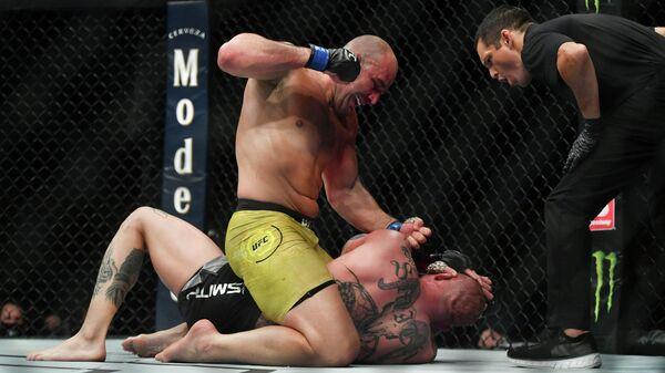 Шокирующее избиение и вызов Олейнику: чем завершился новый турнир UFC