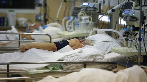 Пациенты с COVID-19 в палате центральной клинической больницы РЖД-Медицина в Москве