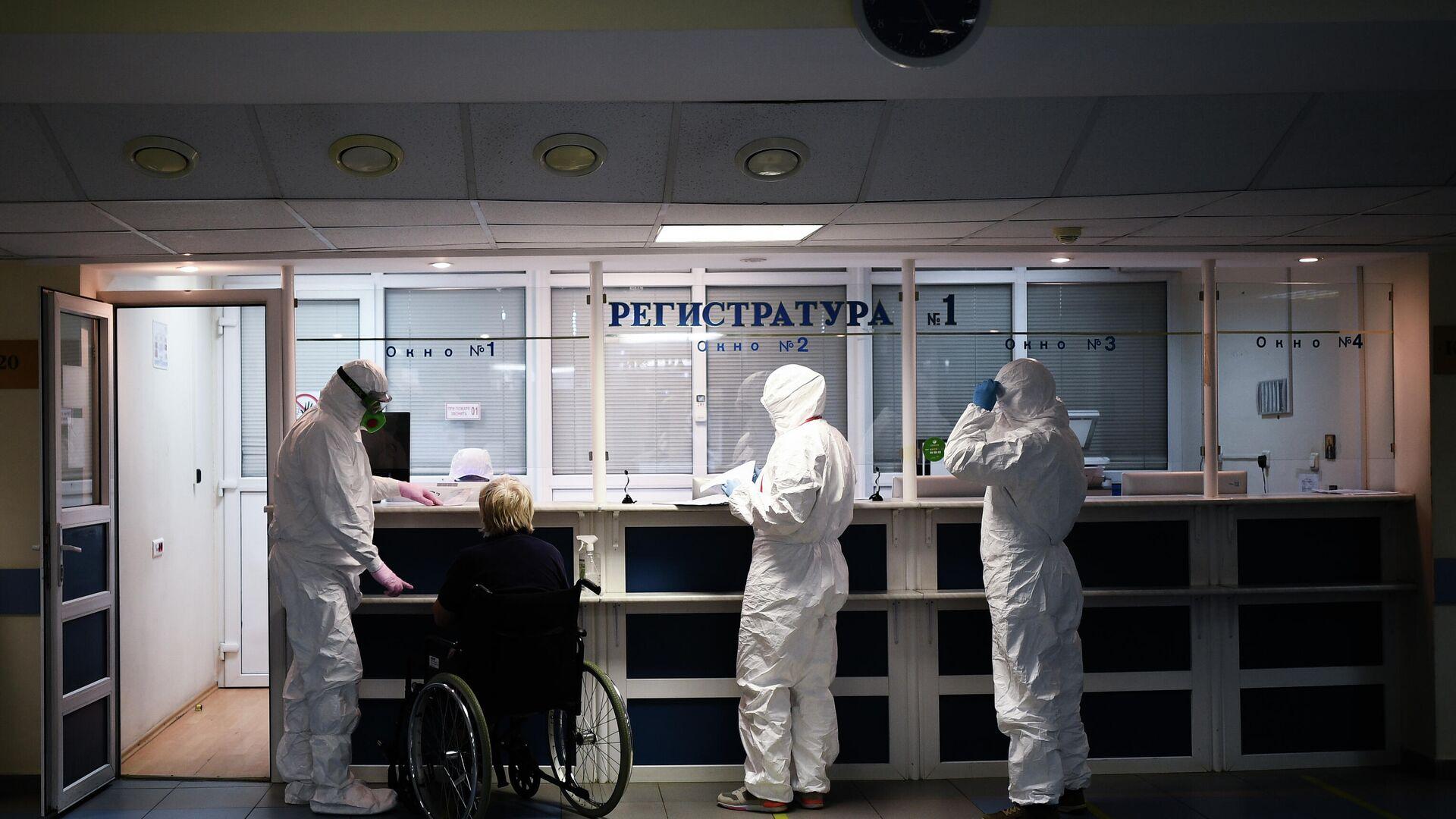 Врачи в центральной клинической больнице РЖД-Медицина в Москве, где проходят лечение больные с COVID-19 - РИА Новости, 1920, 06.03.2021