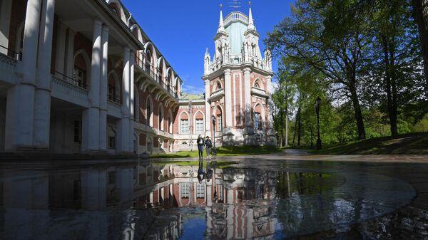 Запись онлайн-трансляции прогулки по музею-заповеднику Царицыно в рамках подготовки к всероссийской акции Ночь музеев в Москве