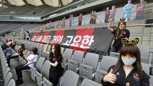 Манекены во время матча южнокорейского футбольного клуба Сеул
