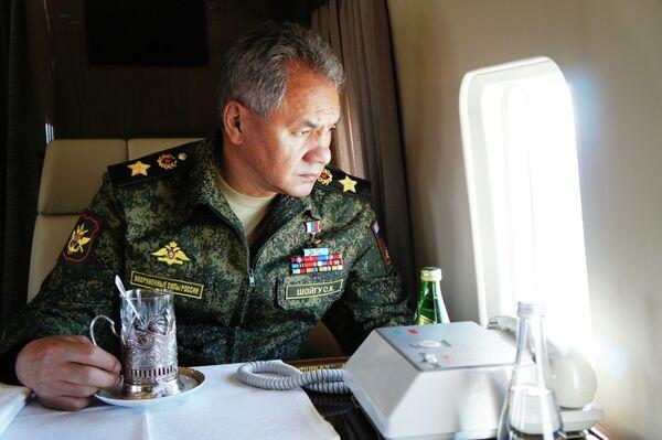 Министр обороны РФ Сергей Шойгу во время облета забайкальского полигона Цугол