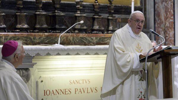 Папа Франциск проводит мессу