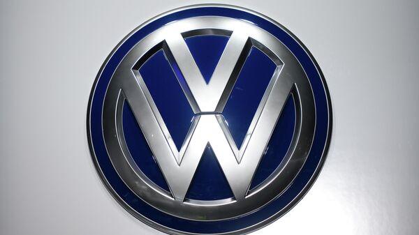 Логотип Volkswagen. Архивное фото