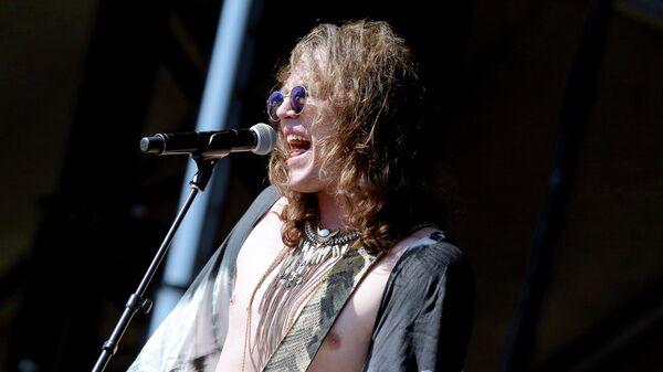 Музыкант Трэвис МакКриди во время концерта во Франклине, США