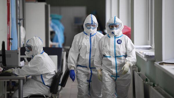 Медицинские работники в приемном покое госпиталя COVID-19 в городской клинической больнице № 15 имени О. М. Филатова в Москве