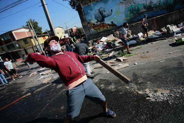 Участники акции протеста против правительства в Сантьяго