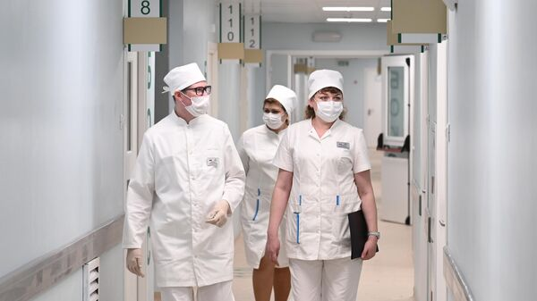 Сотрудники медицинского центра Министерства обороны РФ для пациентов с COVID-19 в Ростове-на-Дону