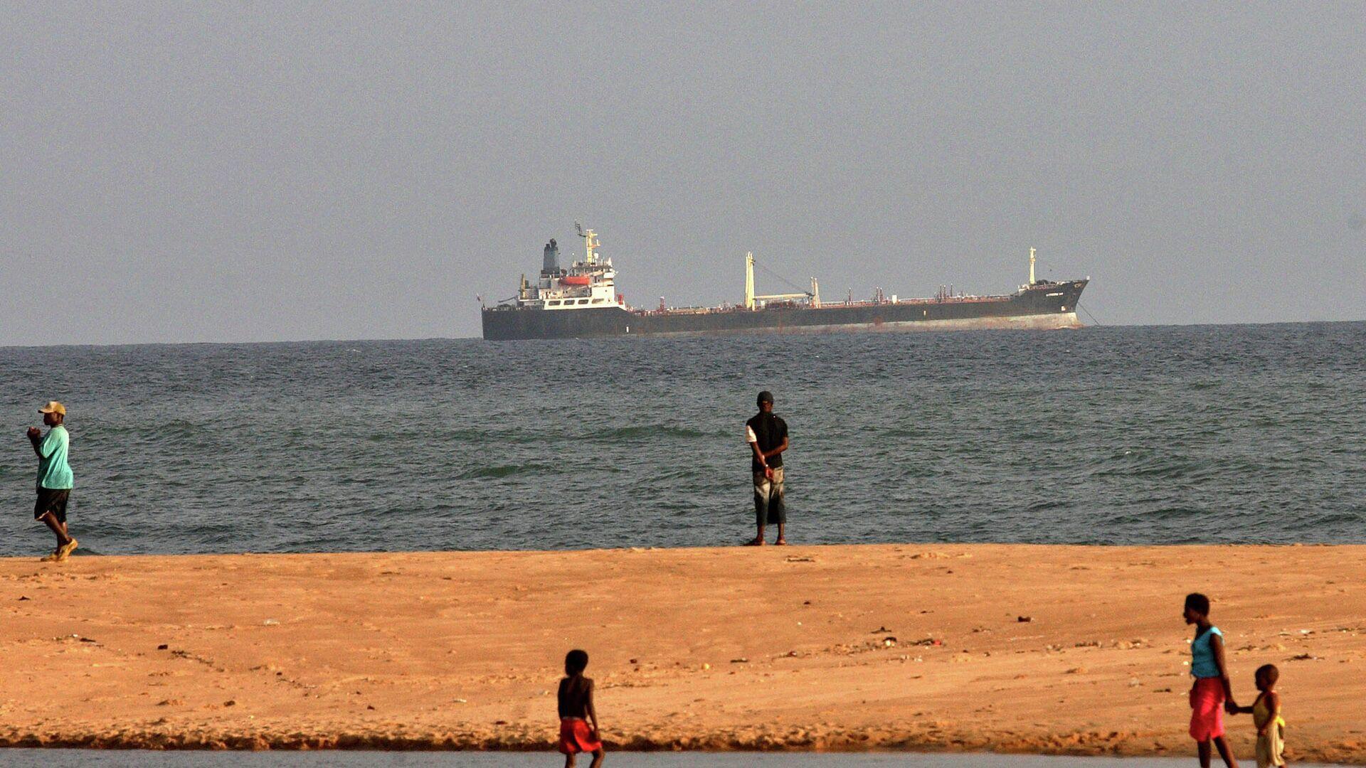 Судно у побережья Бенина - РИА Новости, 1920, 23.01.2021